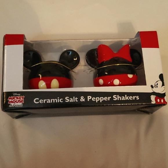 NIP Disney Mickey/Minnie salt and pepper shakers